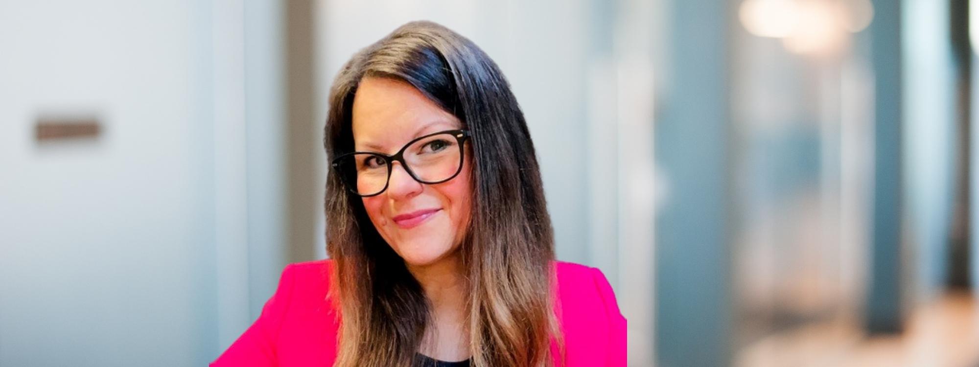 Larisa Barker - Blending Coaching and Marketing
